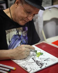 Deryl Skelton (@skeltonartist on Twitter) coloring in The Hulk at his booth at @amazingcomiccon in Phoenix, Arizona on February 12.