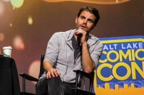 Paul Welsey answered questions about his time on Vampire Diaries during his main stage panel at Salt Lake Comic Con on September 21, 2017. Salt Lake Comic Con was held from September 21-23.